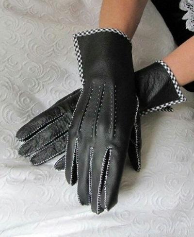 gant noir avec bord vichy