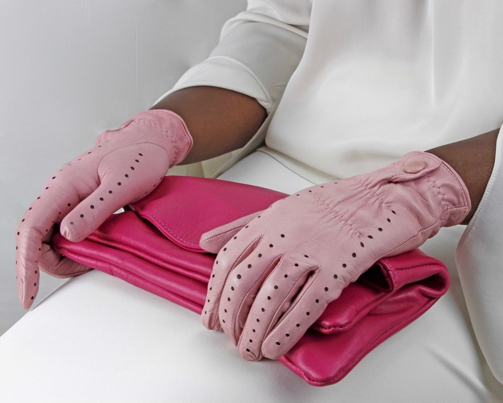 gant rose assorti a la pochette